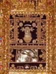 Храмовая икона Пресвятой Богородицы Милостивой (Елеуса), написанная, по легенде, апостолом Лукой. Центральный неф Соборного храма Киккского монастыря. Иконостас.
