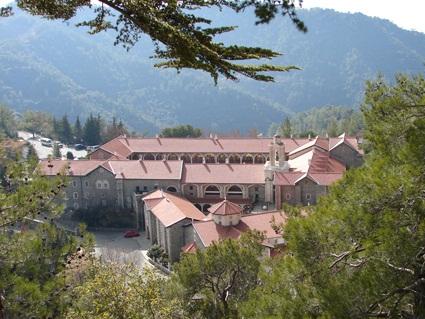 «Святые монастыри Кипра». Никосия: «Yianel», 2013 – 196 с. (2/6)