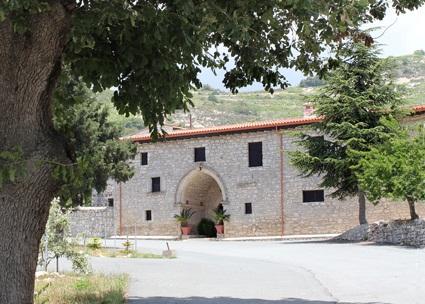 «Святые монастыри Кипра». Никосия: «Yianel», 2013 – 196 с. (5/6)