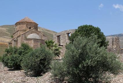 «Святые монастыри Кипра». Никосия: «Yianel», 2013 – 196 с. (6/6)