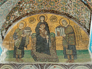 Богоматерь с Младенцем с предстоящими императорами Юстинианом и Константином. Южный вестибюль. Вторая половина X века
