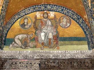 Император Лев VI Мудрый у стоп Христа. Люнет над входом в храм, 886 - 912 гг. Святая София Константинопольская