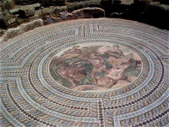 Тесей и Минотавр. Мозаика. Пафос.